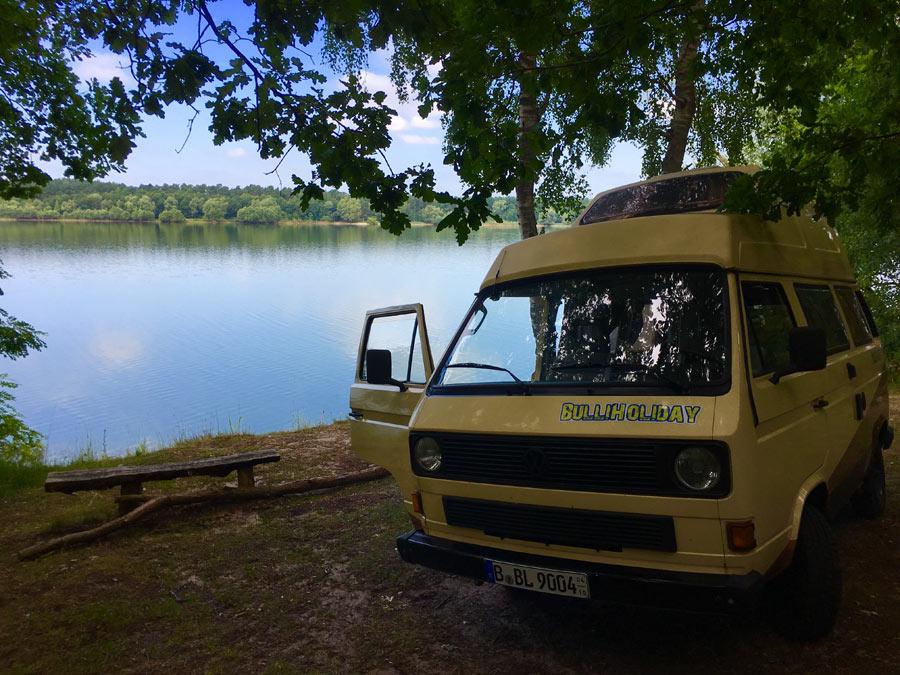 11205_VW-Bulli-Kuno_Camping-direkt-am-See