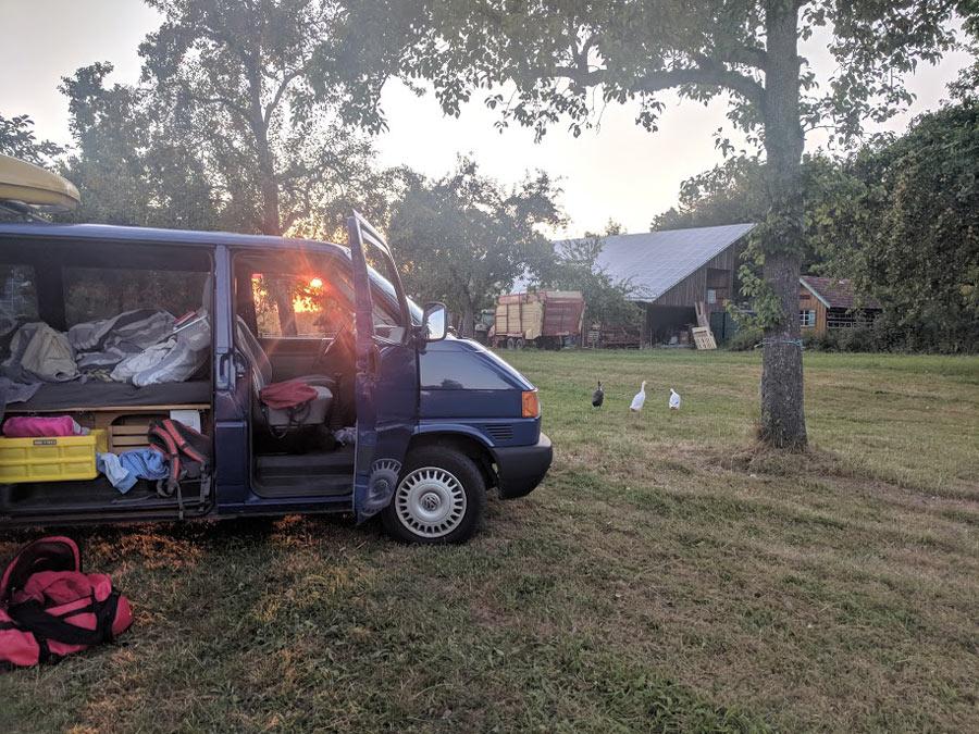 11404_Camping-auf-dem-Bauernhof-mit-einem-VW-Bulli-von-BulliHoliday