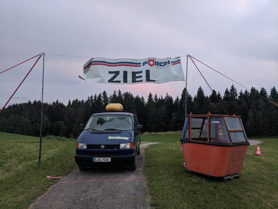 11404_Der-Weg-ist-das-Ziel-beim-Campen-mit-einem-Camper-von-BulliHoliday