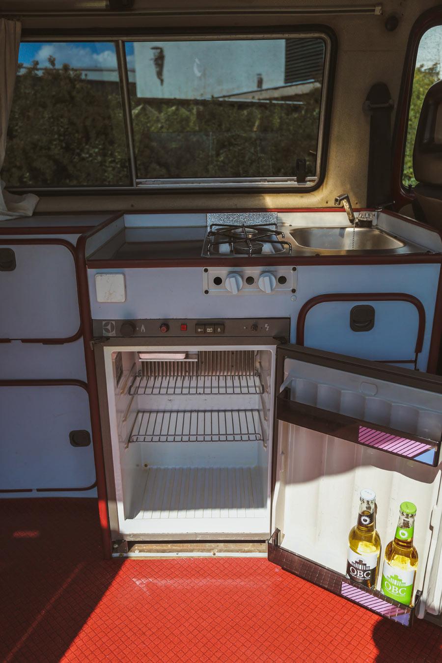 BulliHoliday Campingbus mieten Janine - Kühlschrank 1