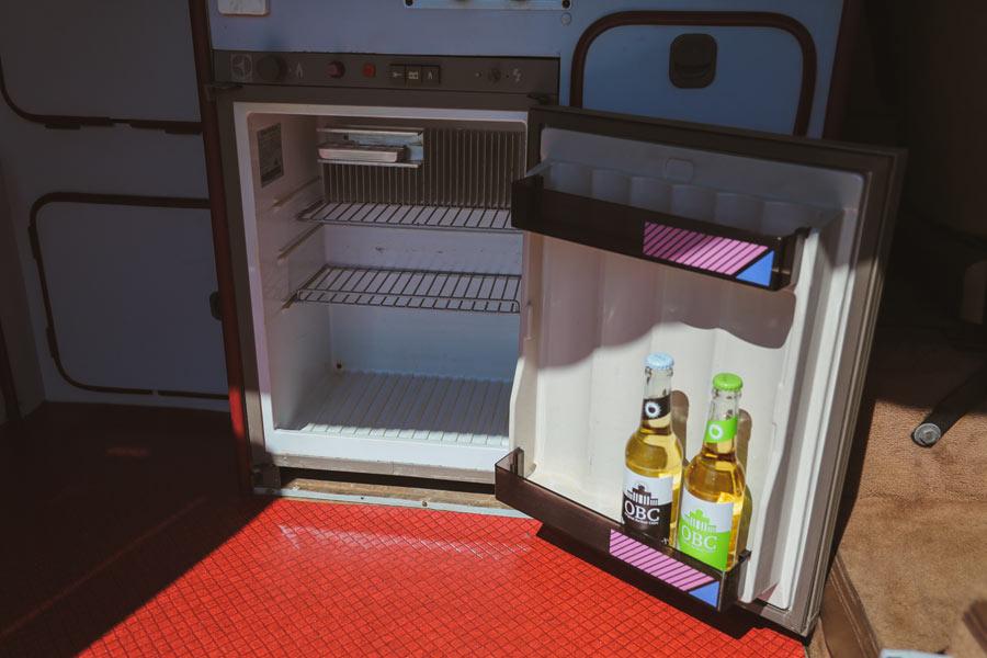 BulliHoliday Campingbus mieten Janine - Kühlschrank 2