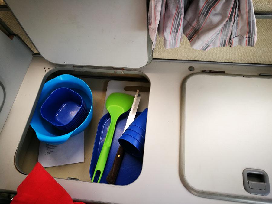 BulliHoliday Campingmobil mieten Lissy - Küchenschränke 2