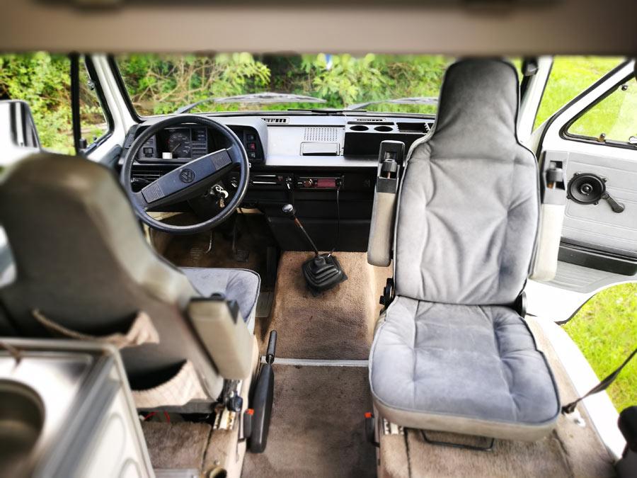 BulliHoliday Campingmobil mieten Lissy - Fahrerkabine mit Pilotsitzen