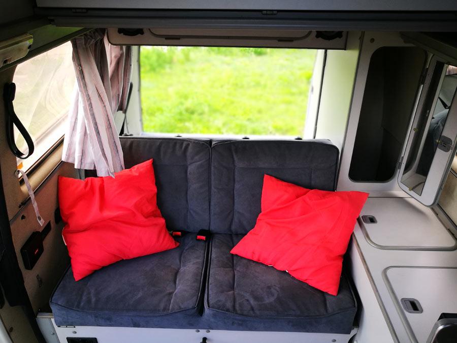 BulliHoliday Campingmobil mieten Lissy - hintere Sitzbank