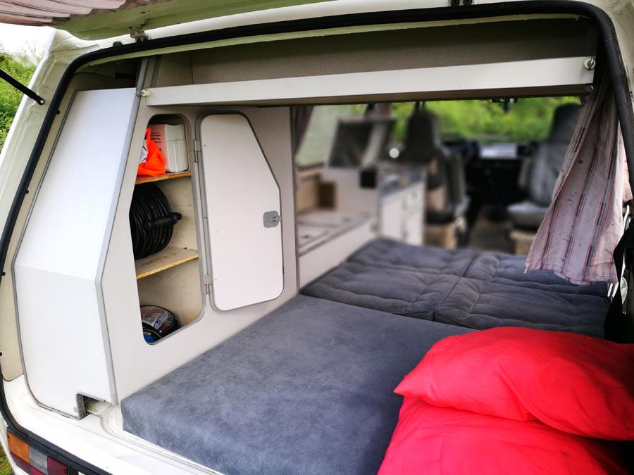 BulliHoliday Campingmobil mieten Lissy - unteres Bett 2
