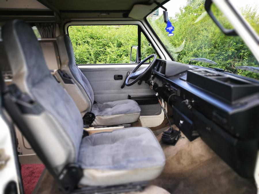 BulliHoliday Campingmobil mieten Lissy - Fahrerkabine