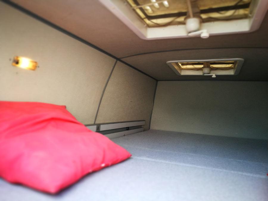 BulliHoliday Campingmobil mieten Lissy - Bett im Hochdach 1