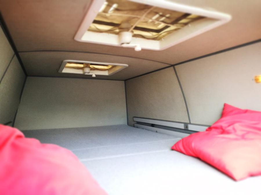 BulliHoliday Campingmobil mieten Lissy - Bett im Hochdach 2