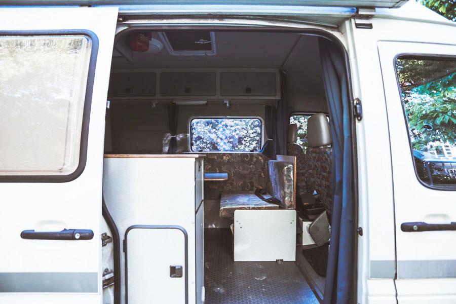 BulliHoliday Reisemobil mieten LT Max - geöffnete Schiebetür