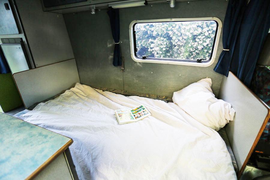 BulliHoliday Reisemobil mieten LT Max - ausgeklapptes Bett