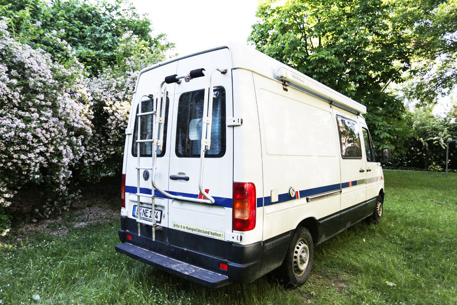 BulliHoliday Reisemobil mieten LT Max - Heckansicht 1