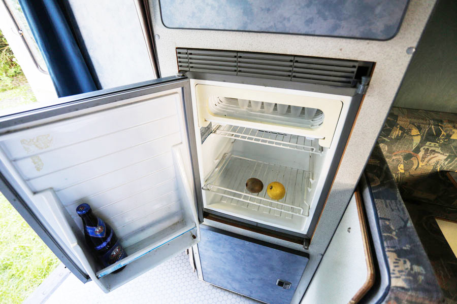 BulliHoliday Reisemobil mieten LT Max - Kühlschrank 2