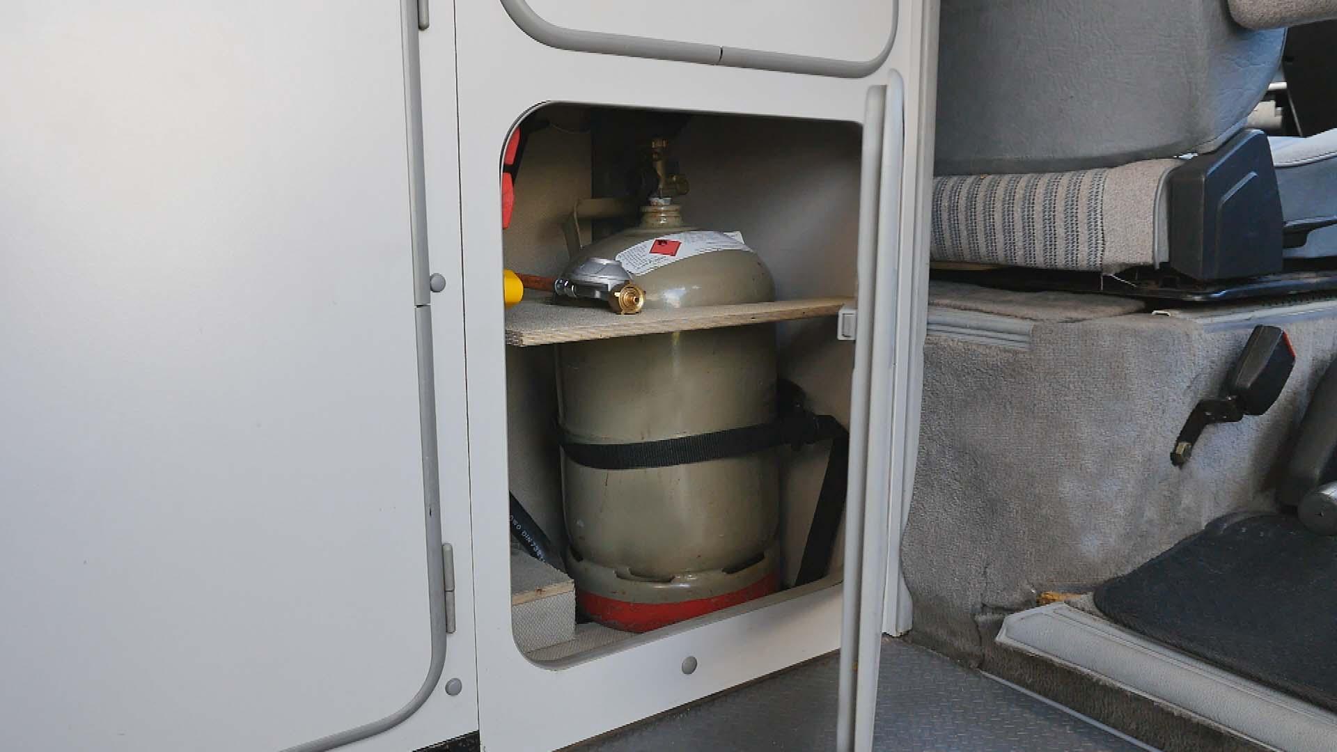 BulliHoliday VW Bulli mieten Kuno - unteres Bett ausgeklappt