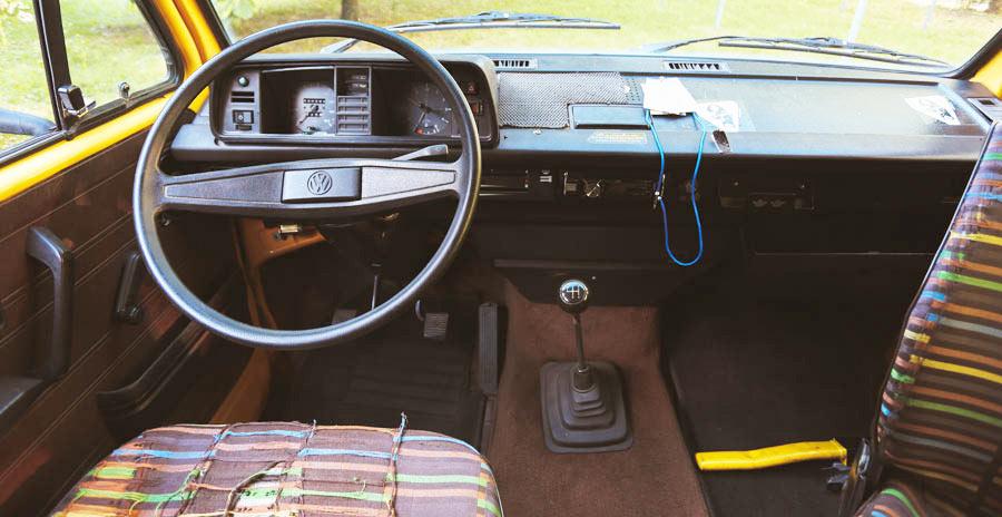 BulliHoliday VW Bus mieten Blumo - Lenkrad und Cockpit