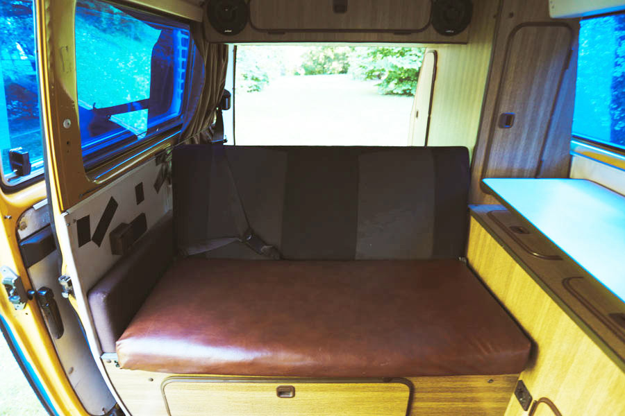 BulliHoliday VW Bus mieten Blumo - hintere Sitzbank