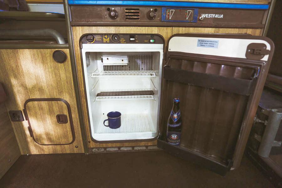 BulliHoliday VW Bus mieten Blumo - Kühlschrank