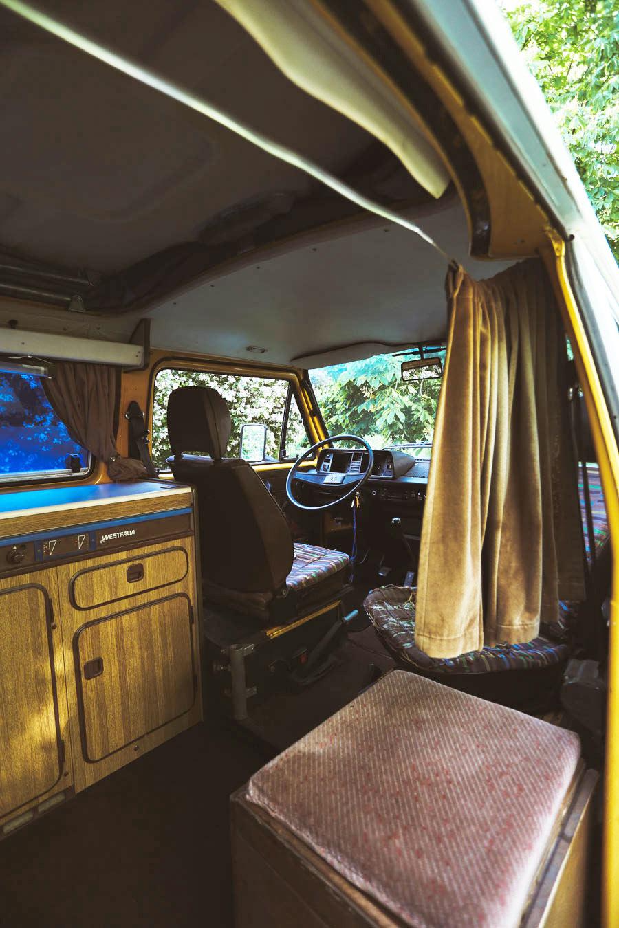 BulliHoliday VW Bus mieten Blumo - Wohnraum mit einem Schwenk nach rechts