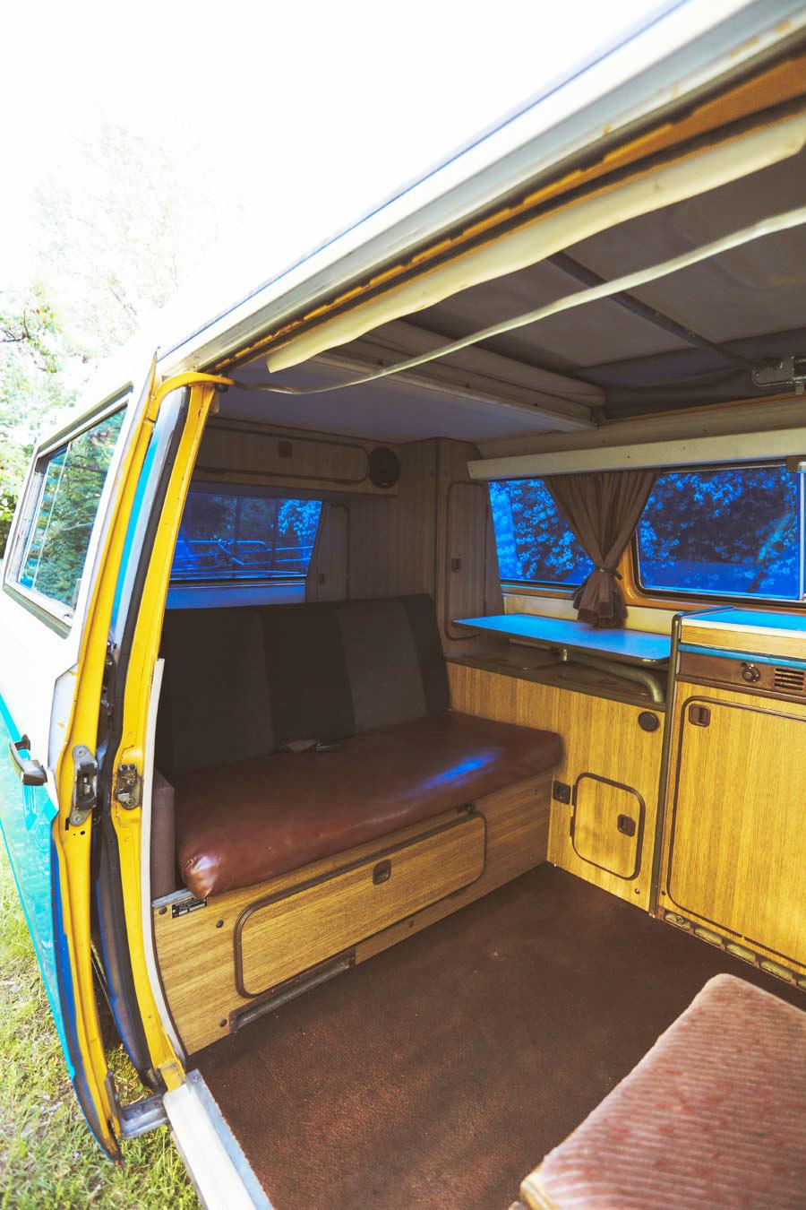 BulliHoliday VW Bus mieten Blumo - Wohnraum mit einem Schwenk nach links