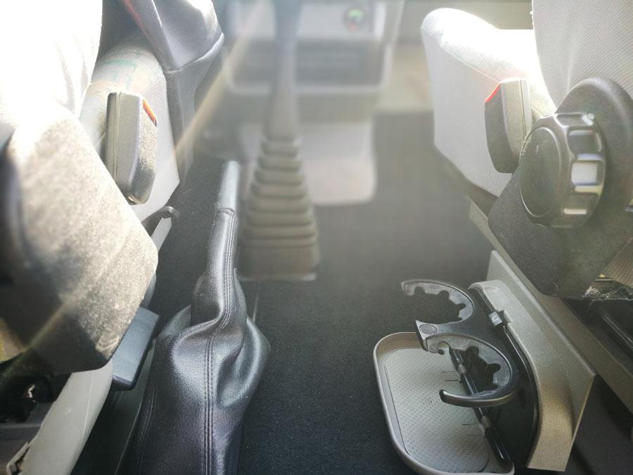 BulliHoliday VW California mieten Helga - Getränkehalter in der Fahrerkabine 1