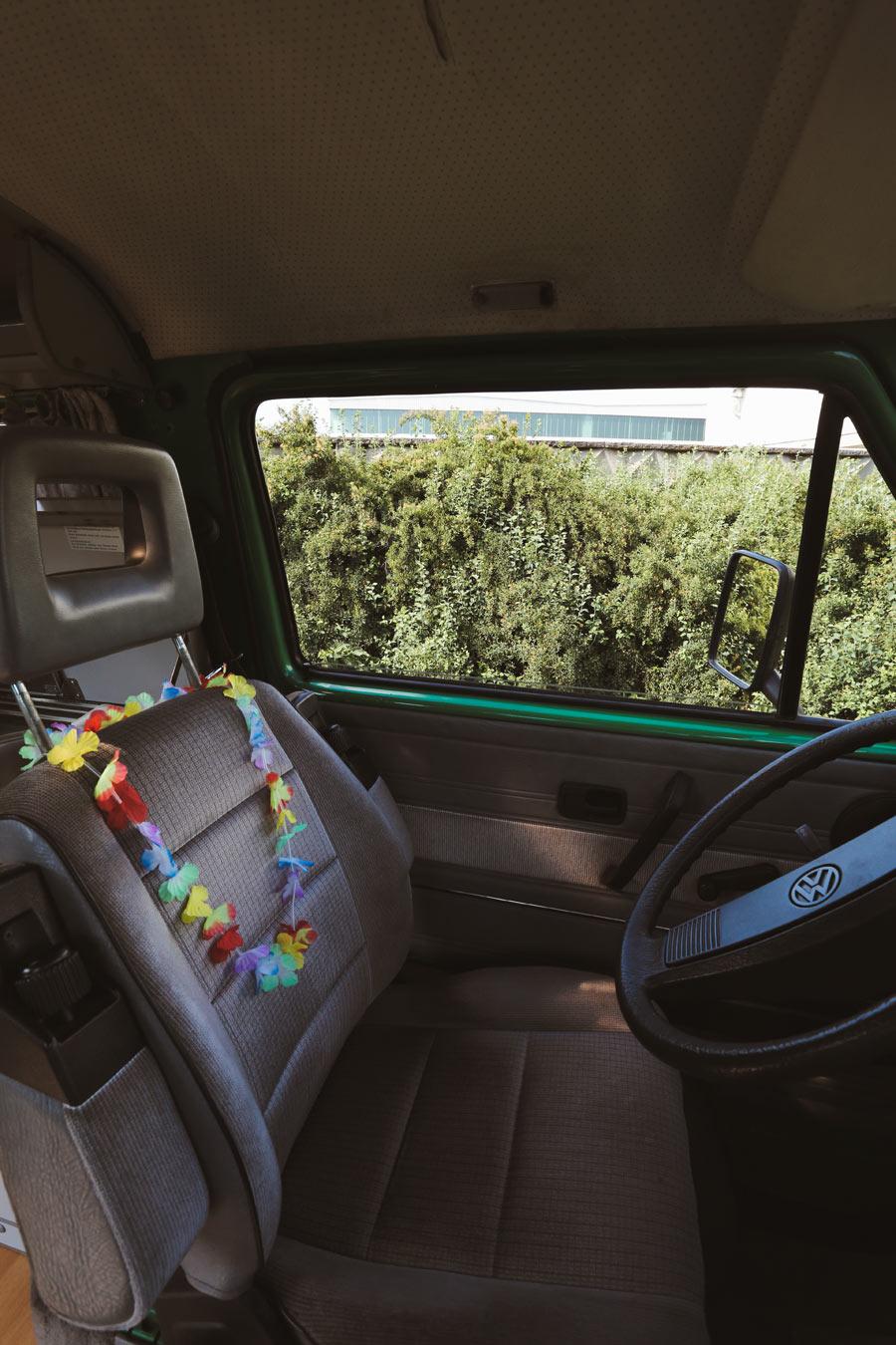 BulliHoliday VW Camper mieten Perle - Fahrersitz