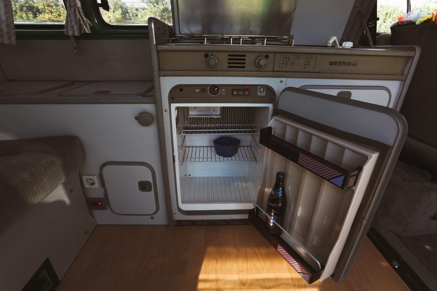 BulliHoliday VW Camper mieten Perle - Kühlschrank 1