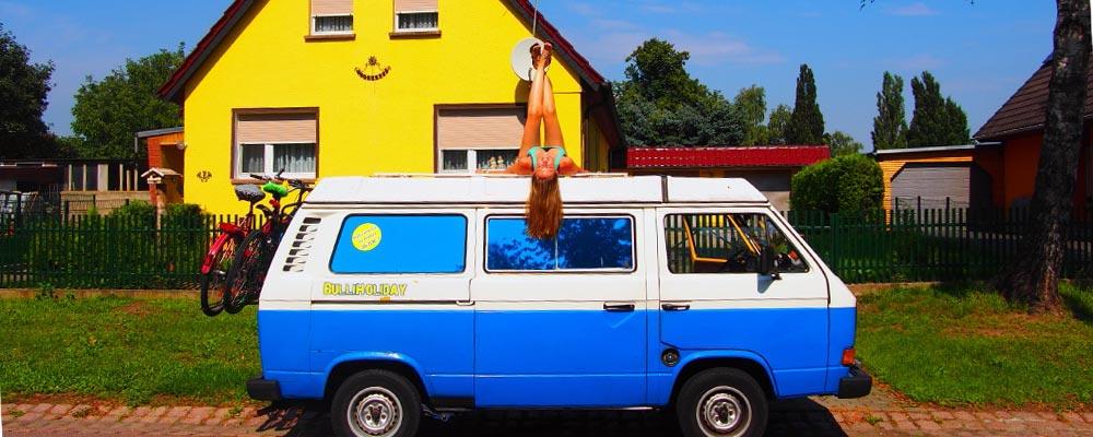 Schluss mit Zeltaufbau<br>miete einfach einen VW Camper!