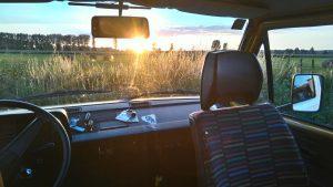 BulliHoliday Saisonstart. Sonnenaufgang im VW Bus Blumo von BulliHoliday